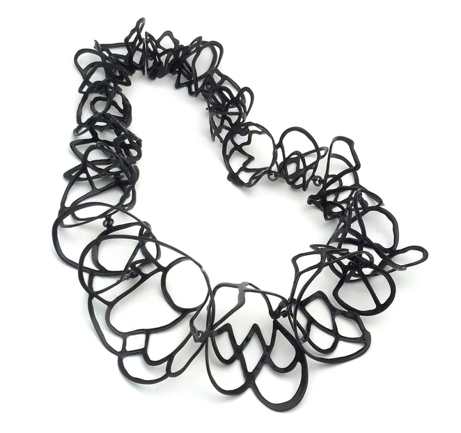 Laura wood black necklace