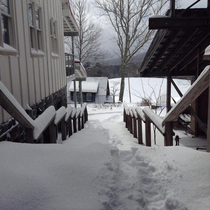 Snowy studios, snowy paths. Photo by lilliputianb