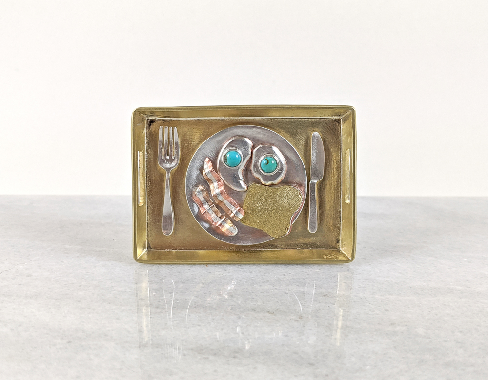 Breakfast plate belt buckle
